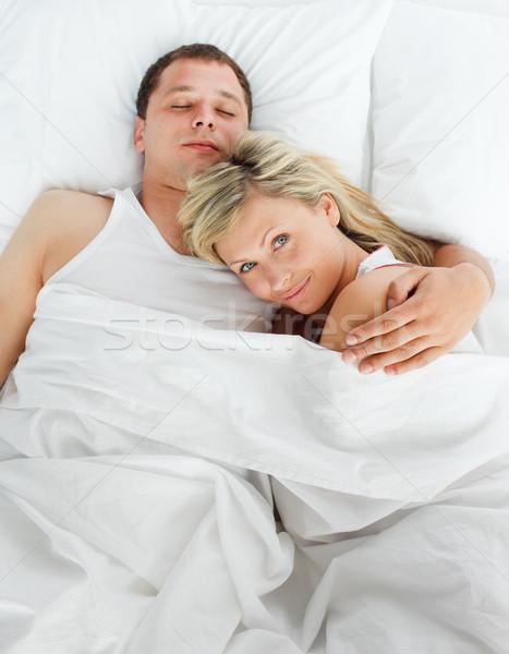 Ребёнок в постели с женщиной