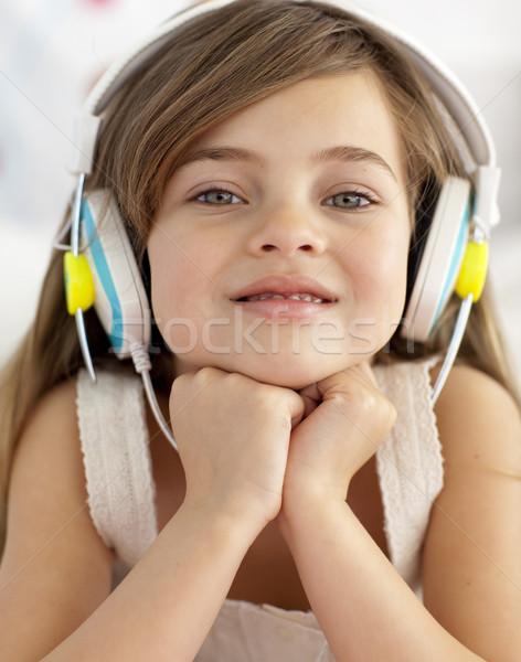 Retrato nina escuchar música auriculares música pelo Foto stock © wavebreak_media