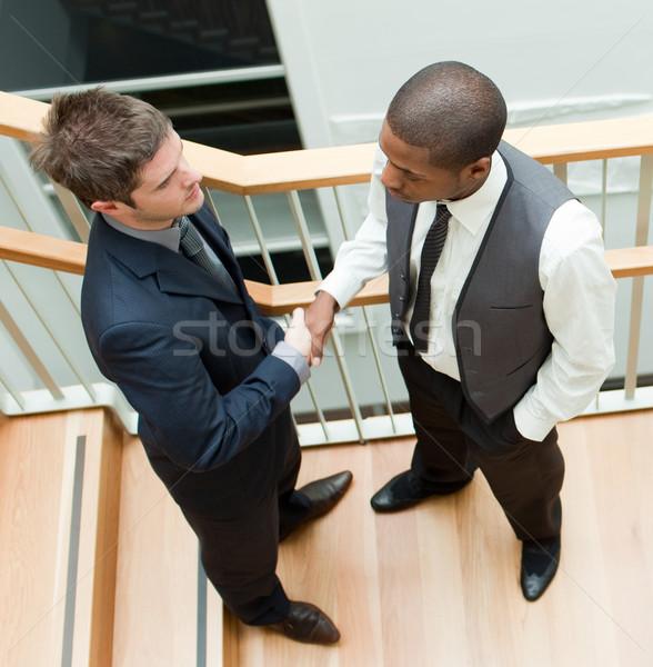 Dwa biznesmenów drżenie rąk schody wysoki widoku Zdjęcia stock © wavebreak_media