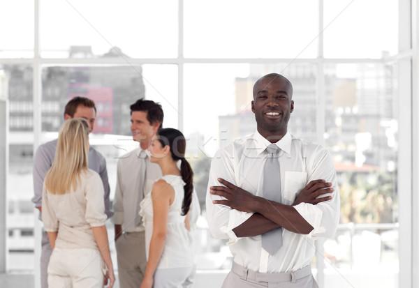 Pessoas felizes falante juntos trabalhar escritório mulher Foto stock © wavebreak_media
