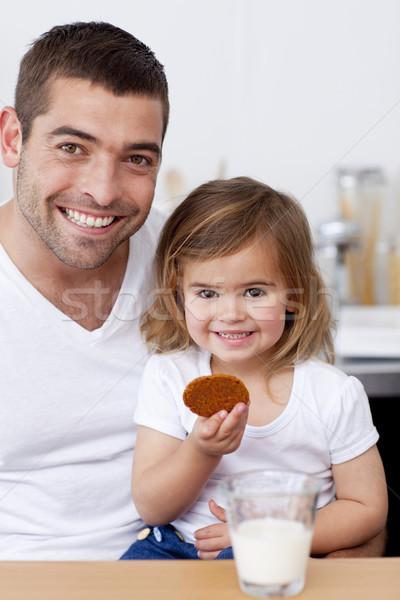 отец дочь еды Печенье молоко кухне Сток-фото © wavebreak_media