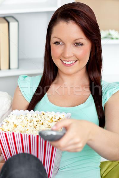 Charmant femme distant popcorn Photo stock © wavebreak_media