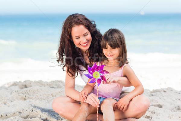 Dziewczynka matka wiatrak niebo wody dziewczyna Zdjęcia stock © wavebreak_media