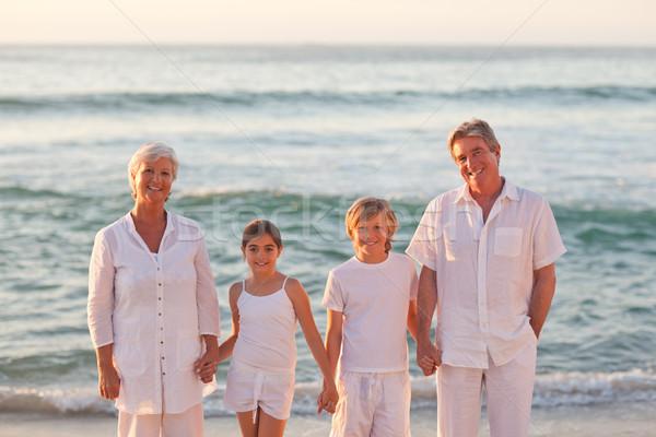Portré család vmi mellett tenger tengerpart égbolt Stock fotó © wavebreak_media