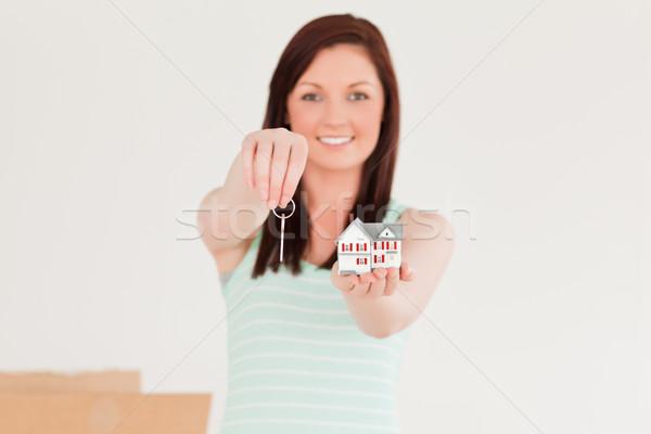 Atrakcyjny kobiet kluczowych miniatura domu Zdjęcia stock © wavebreak_media