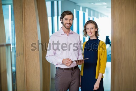 Uśmiechnięty przystojny studentów stwarzające korytarz człowiek Zdjęcia stock © wavebreak_media