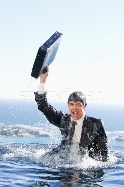 Portret jonge zakenman uit water aktetas Stockfoto © wavebreak_media