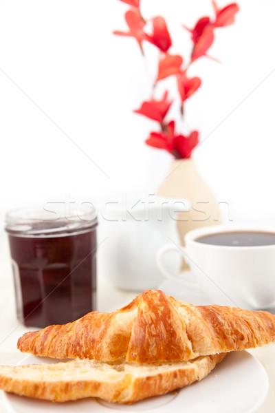 Déjeuner croissant blanche fleurs alimentaire café Photo stock © wavebreak_media