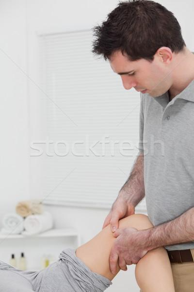 Quiroprático joelho quarto homem médico Foto stock © wavebreak_media