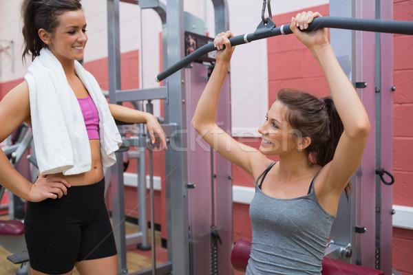 Femme ami poids machine gymnase sport Photo stock © wavebreak_media
