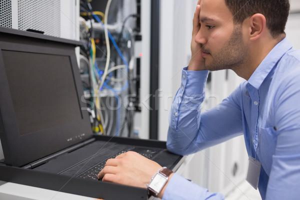 человека работает диагностика серверы центр обработки данных строительство Сток-фото © wavebreak_media