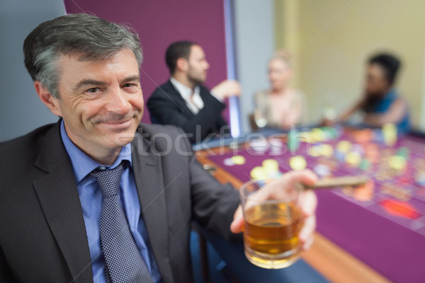 Photo stock: Homme · whiskey · verre · roulette · table · casino