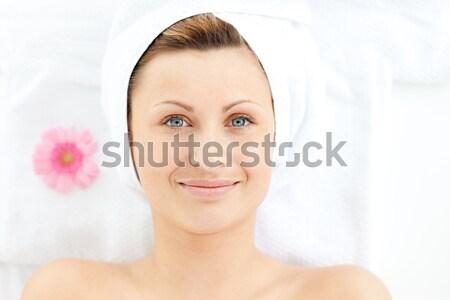 бледный женщину цветок улыбаясь красоту Сток-фото © wavebreak_media