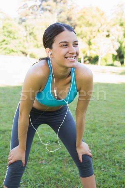Vrouw luisteren muziek jonge hoofdtelefoon Stockfoto © wavebreak_media