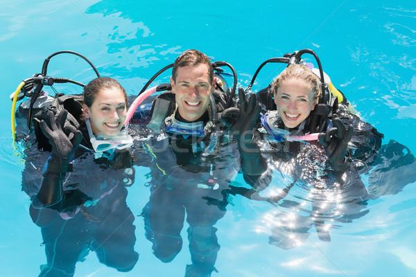 笑みを浮かべて 友達 スキューバダイビング 訓練 スイミングプール 見える ストックフォト © wavebreak_media