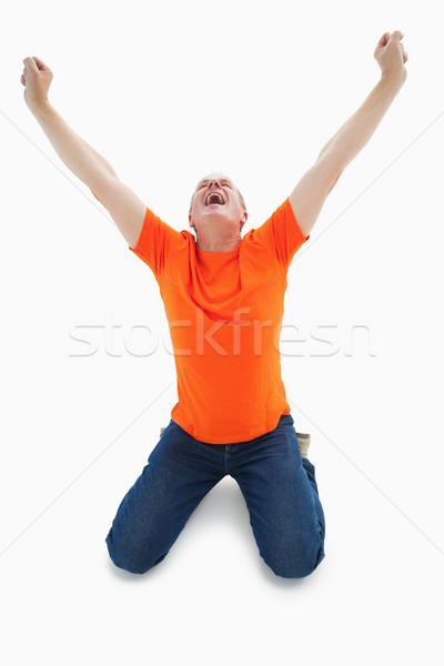 Reifer Mann orange tshirt Jubel kniend weiß Stock foto © wavebreak_media