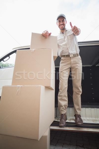 Consegna driver sorridere fotocamera van fuori Foto d'archivio © wavebreak_media