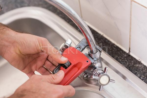 человека водопроводной инструментом кухне домой Сток-фото © wavebreak_media