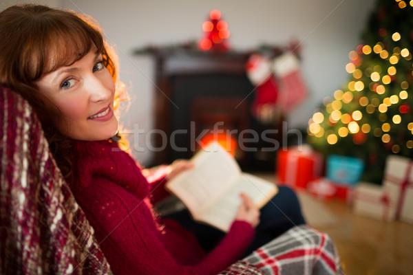 Szczęśliwy czytania książki christmas domu Zdjęcia stock © wavebreak_media