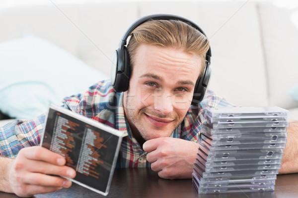 человека наушники прослушивании дисков домой гостиной Сток-фото © wavebreak_media