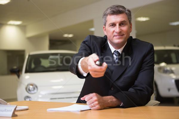 Souriant vendeur client clés de voiture nouvelle voiture salle d'exposition Photo stock © wavebreak_media