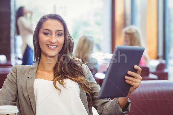 Estudante digital comprimido descartável copo Foto stock © wavebreak_media
