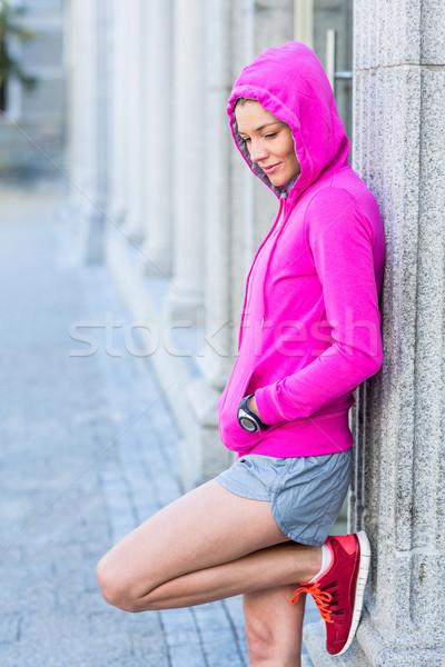 Vrouw roze jas stad Stockfoto © wavebreak_media
