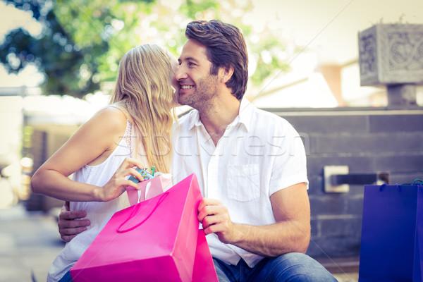 Vrouw zoenen glimlachend vriendje geschenk Stockfoto © wavebreak_media