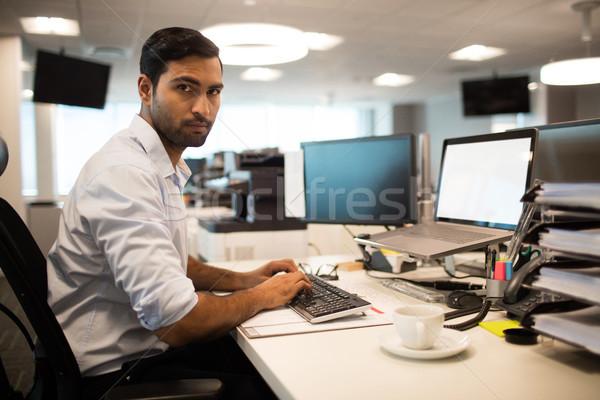 Ernstig business uitvoerende werken portret Stockfoto © wavebreak_media
