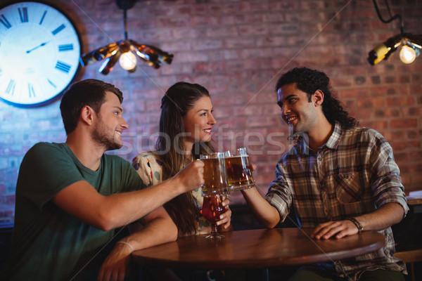Jungen Freunde Toasten Bier Frau Party Stock foto © wavebreak_media