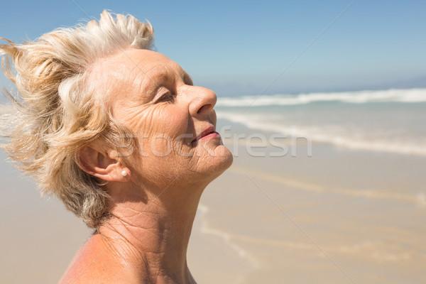 Senior mulher praia céu Foto stock © wavebreak_media