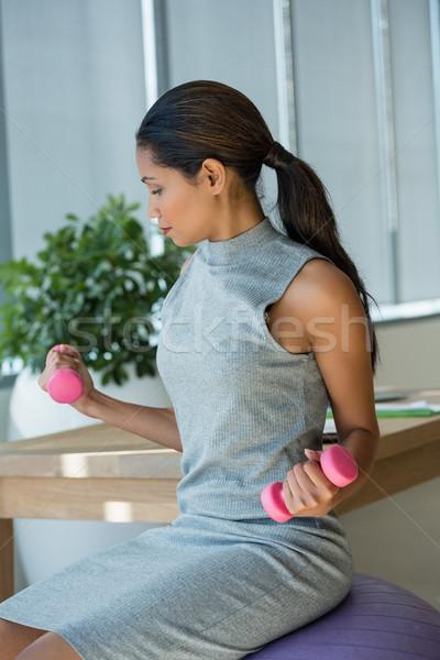 Belo executivo halteres fitness Foto stock © wavebreak_media