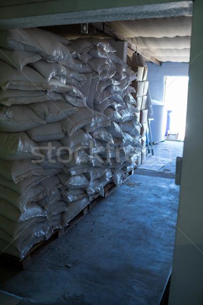 ячмень пивоваренный завод склад пер окна Сток-фото © wavebreak_media