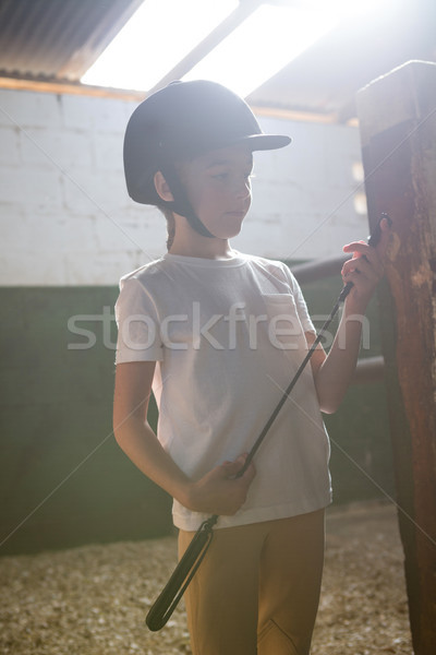 Fille bâton écurie Photo stock © wavebreak_media