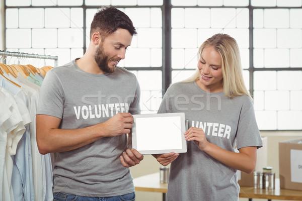 Kollégák tart digitális tabletta iroda kreatív Stock fotó © wavebreak_media