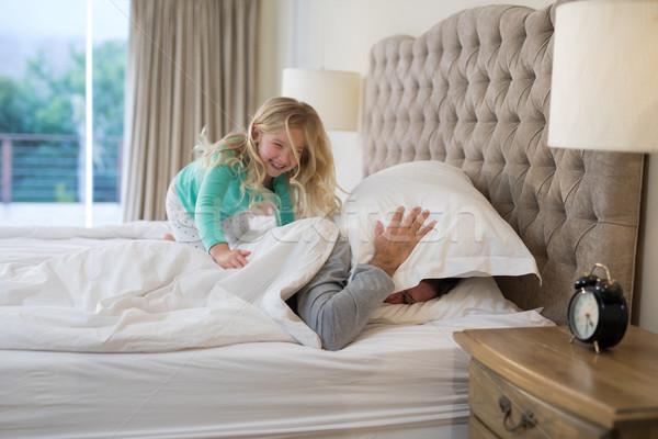 Pai filha cama casa homem Foto stock © wavebreak_media