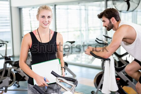 Caber pessoas do grupo exercer bicicleta juntos crossfit Foto stock © wavebreak_media