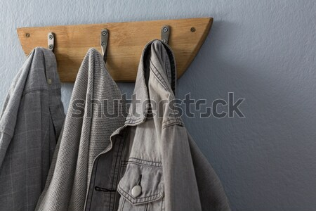 Denim jas shirt opknoping haak muur Stockfoto © wavebreak_media
