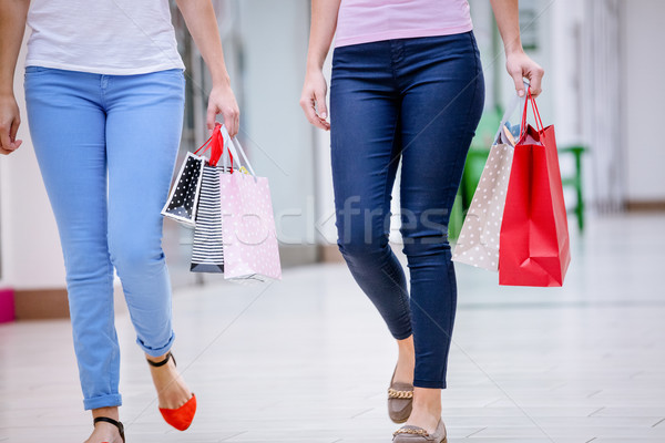 женщины ходьбе Mall мешки Сток-фото © wavebreak_media