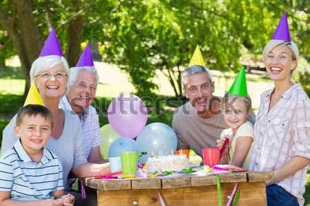 笑みを浮かべて 多世代家族 誕生日パーティー ホーム 女性 家 ストックフォト © wavebreak_media