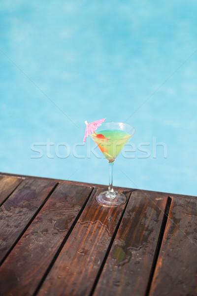 Koktajl szkła pokład basen pływanie Zdjęcia stock © wavebreak_media