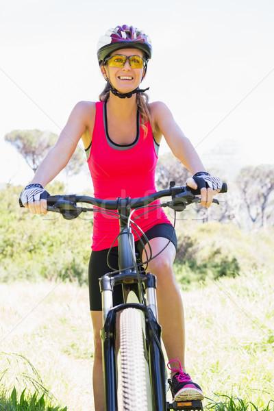 Uśmiechnięta kobieta rowerowe kobieta szczęśliwy charakter Zdjęcia stock © wavebreak_media