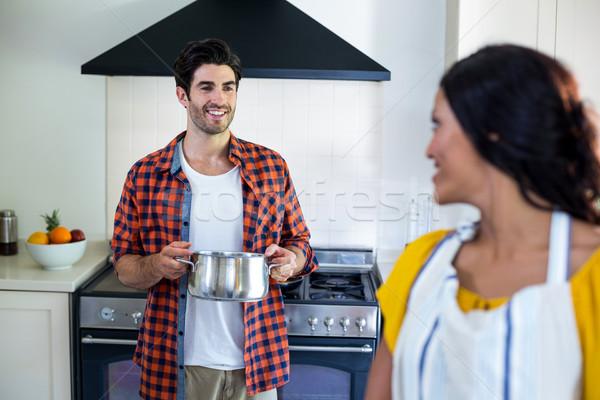 счастливым пару говорить кухне продовольствие Сток-фото © wavebreak_media