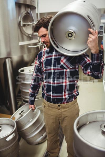 Fabricante cervejaria jovem homem metal Foto stock © wavebreak_media