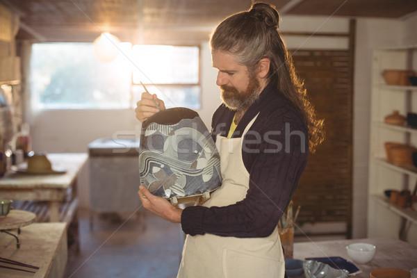 Atento masculino pintura pote cerâmica oficina Foto stock © wavebreak_media