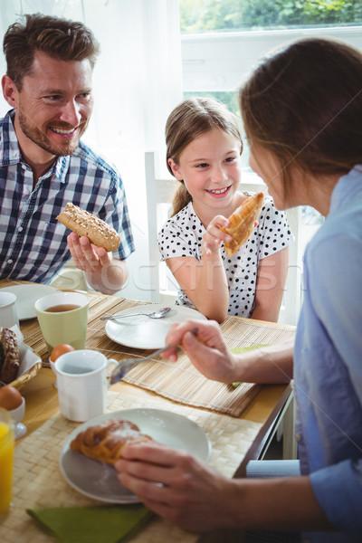 Gelukkig gezin ontbijt home meisje liefde man Stockfoto © wavebreak_media