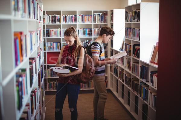 Aandachtig klasgenoten lezing boek bibliotheek school Stockfoto © wavebreak_media