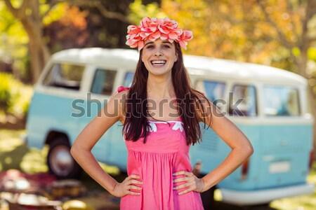 Gülümseyen kadın çiçek çelenk ayakta park Stok fotoğraf © wavebreak_media
