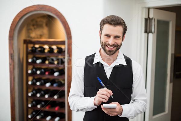 Mannelijke De ober glimlachend beneden om Stockfoto © wavebreak_media