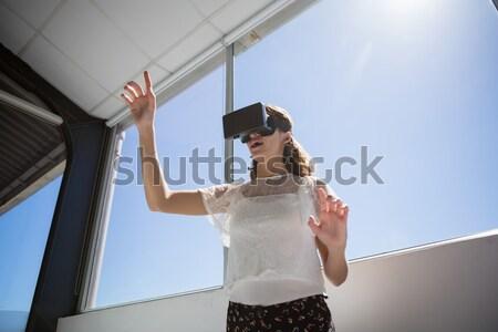 девушки виртуальный реальность белый ребенка Сток-фото © wavebreak_media